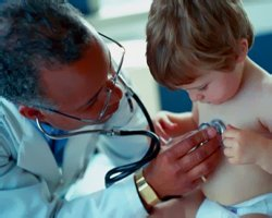 Осмотр ребенка у врача